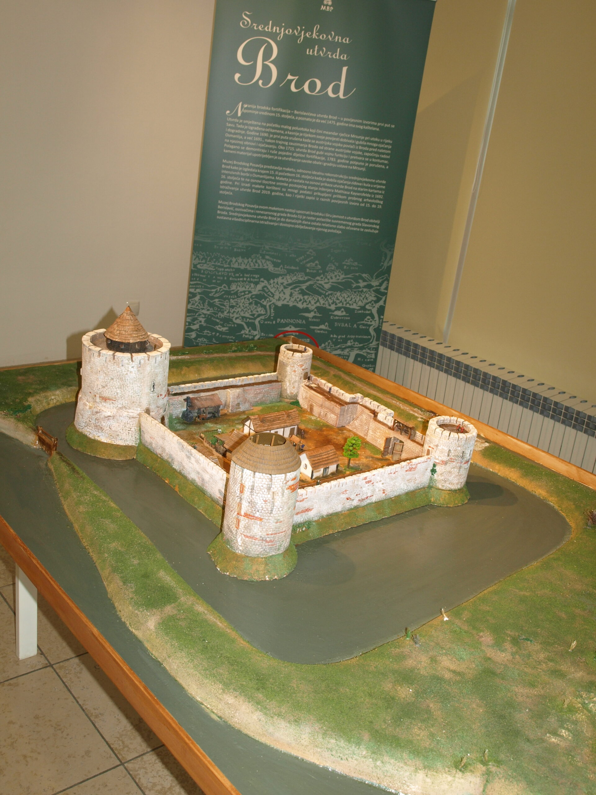 U Muzeju Brodskog Posavlja, uoči Dana grada Slavonskog Broda, predstavljena je maketa srednjovjekovne utvrde Brod.